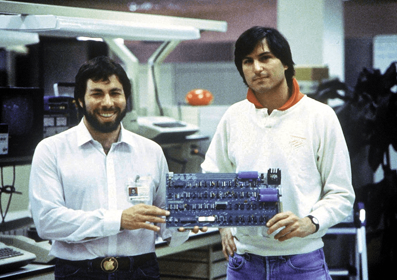 1977: Steve Wozniak and Steve Jobs