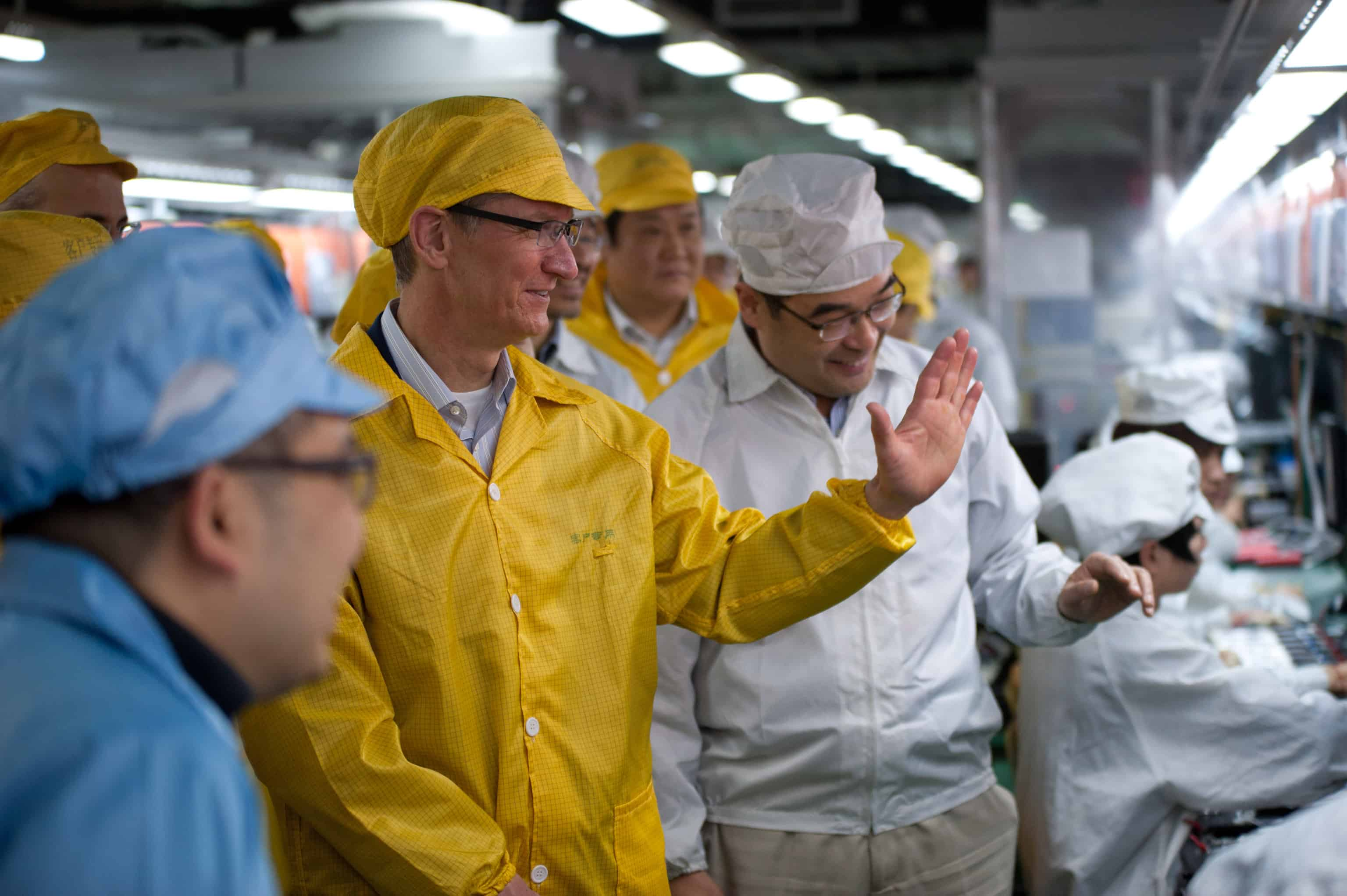 Tim Cook visits Foxconn - Photo: Bowen Liu/Apple Inc.