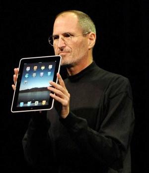 Steve Jobs presents the iPad (2010) - Photo: ohn G. Mabanglo, EPA/dpa